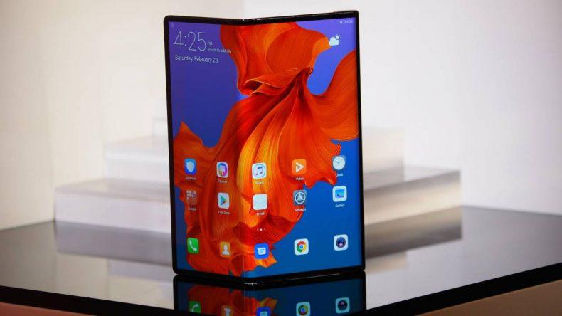 Katlanabilir telefon Huawei Mate X duyuruldu.
